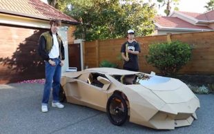 Lamborghini de cartón